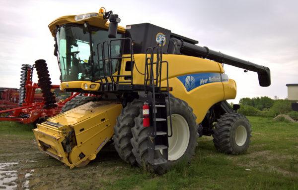 New Holland CR9070